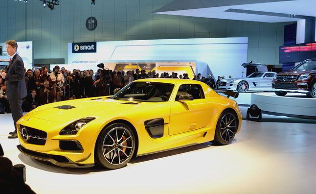 Необычайно яркий mercedes-benz-sls-amg-black-series